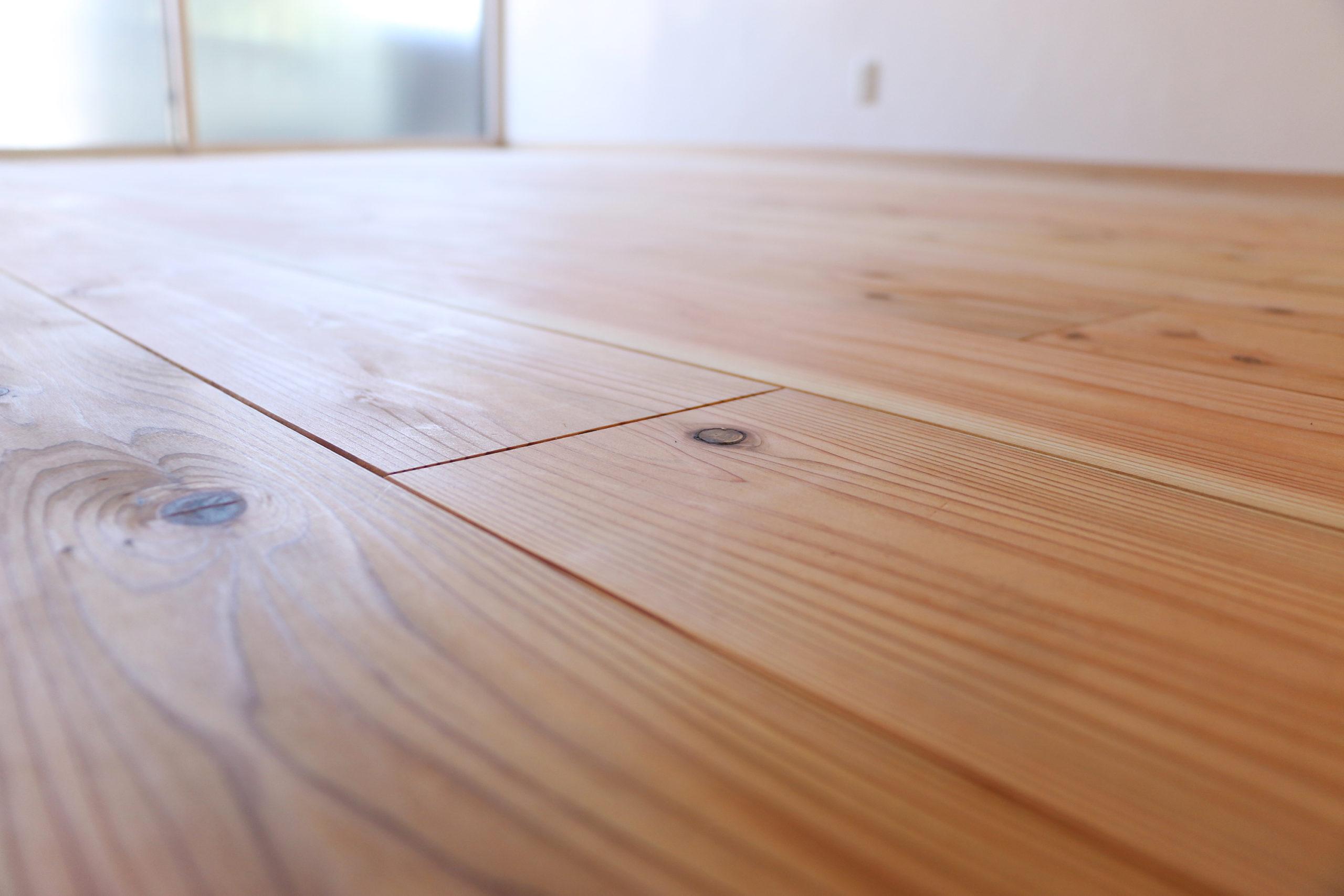リビング床の丹波産杉フロアー