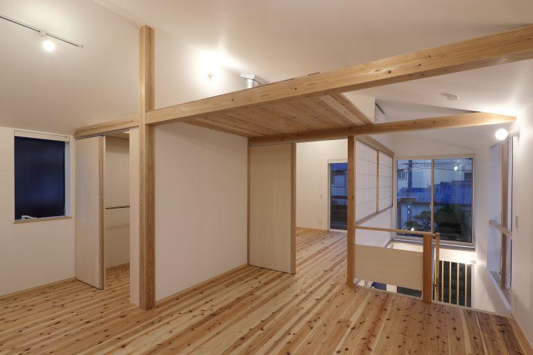 自然素材を使用した川西市の新築注文住宅の内部